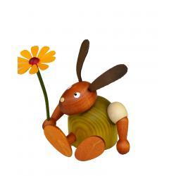 Drechslerei Martin - Hase mit Blume sitzend grün